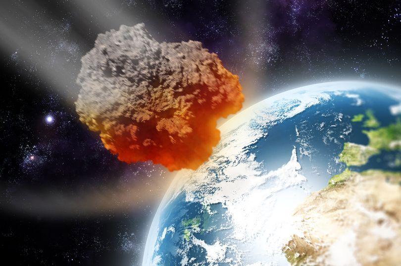Tres grandes asteroides volarán peligrosamente cerca de la Tierra este fin de semana, advierte la NASA